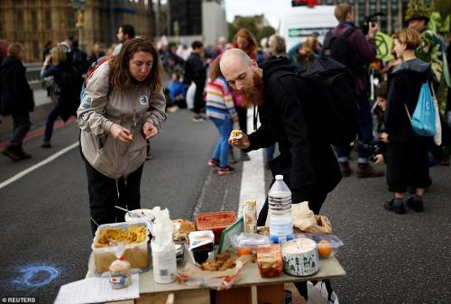 Westminster Bridge free food. Reuters